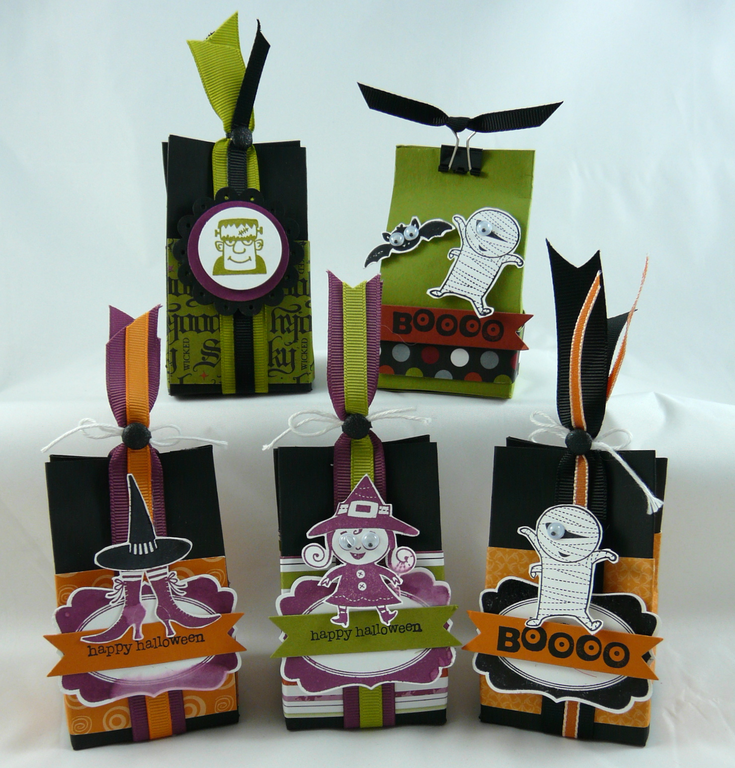 read - Halloween Treat Holders